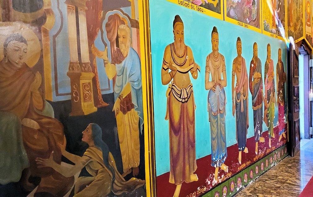 ガンガラーマ寺院の本堂内の壁模様