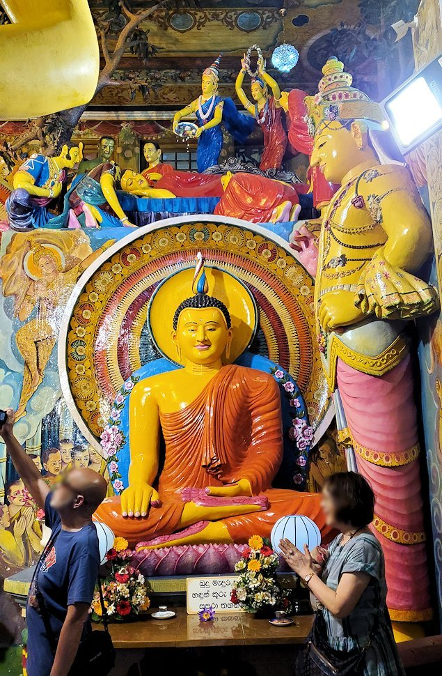 ガンガラーマ寺院の本堂内に置かれていた仏像