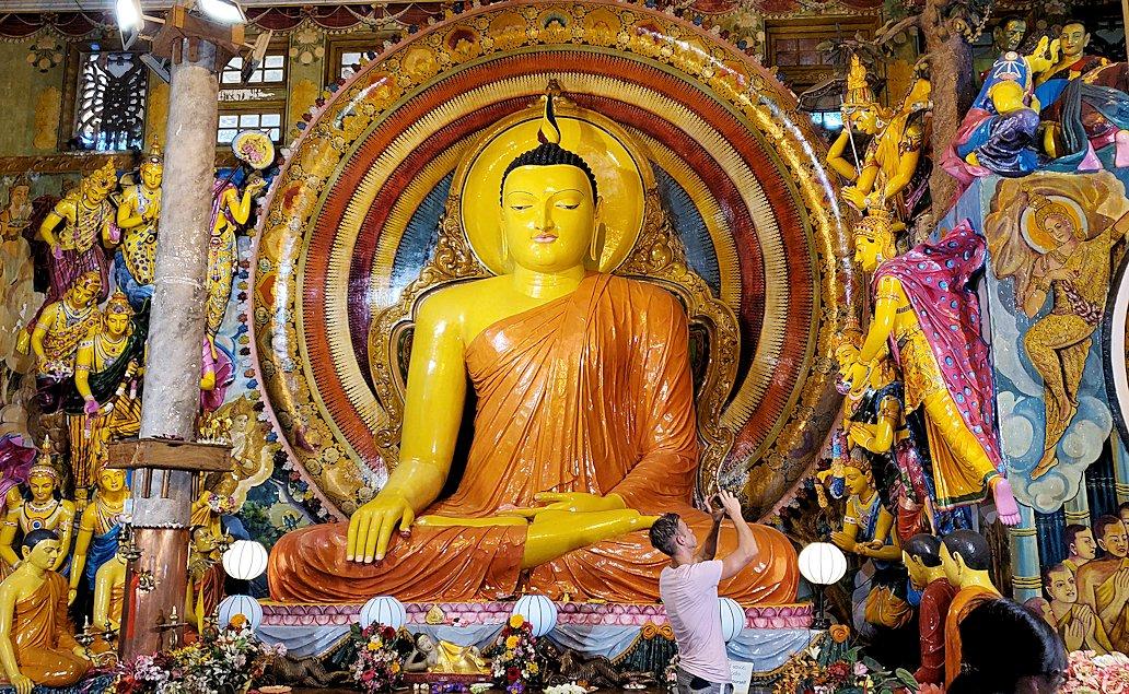 ガンガラーマ寺院の本堂内に置かれていた仏像-2