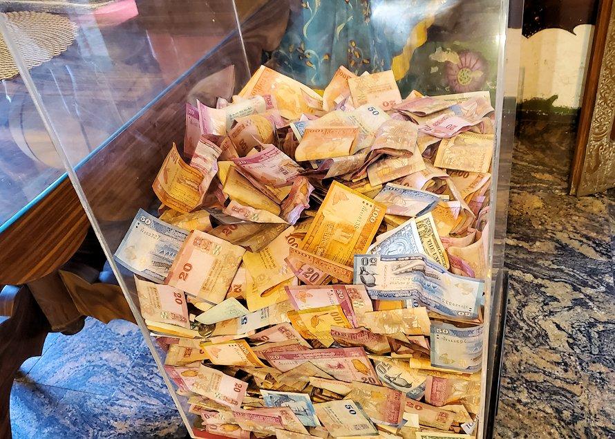 ガンガラーマ寺院の本堂内に置かれていた募金箱
