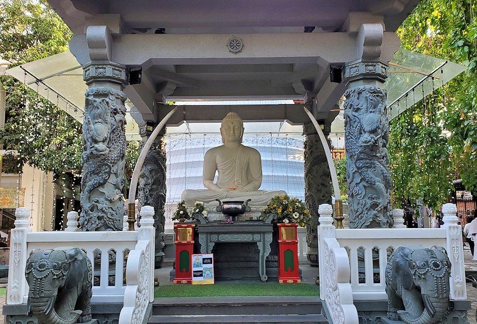 ガンガラーマ寺院敷地内に置かれていた仏像
