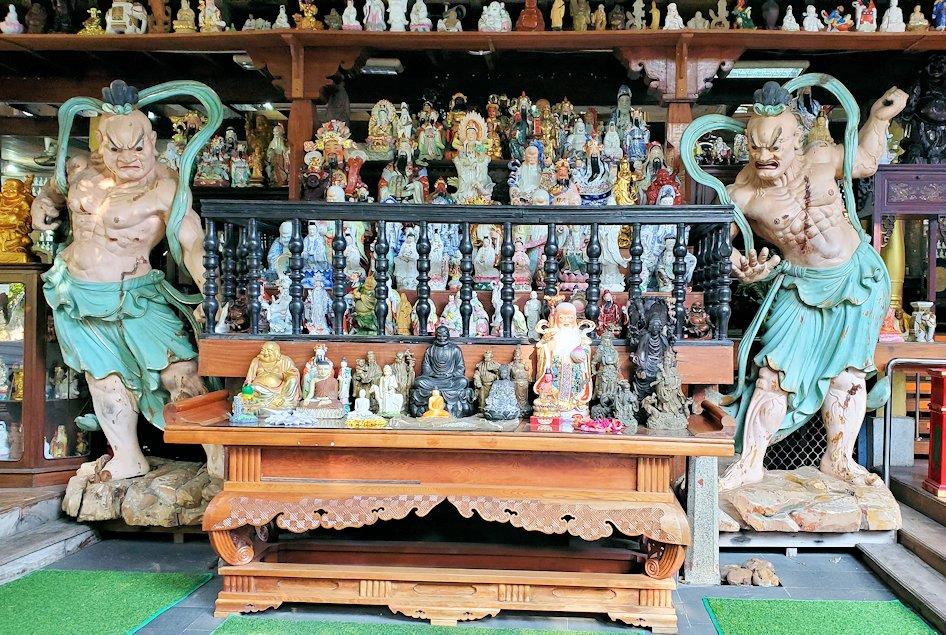 ガンガラーマ寺院敷地内に置かれていた仁王像