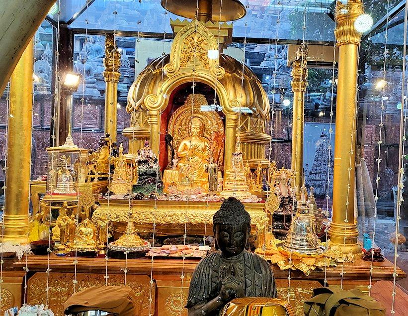 ガンガラーマ寺院敷地内にある博物館にある仏像