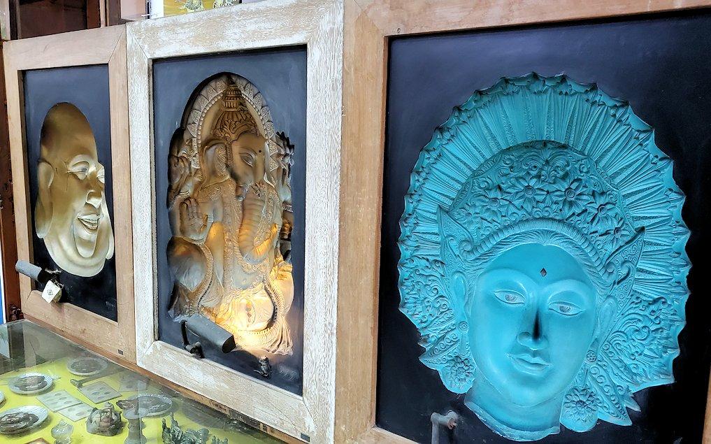 ガンガラーマ寺院敷地内の博物館にある他主教の神様の彫り物