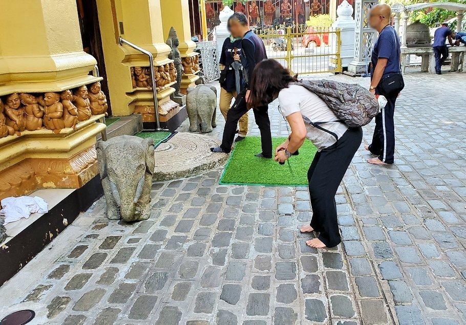 コロンボ市内のガンガラーマ寺院にて