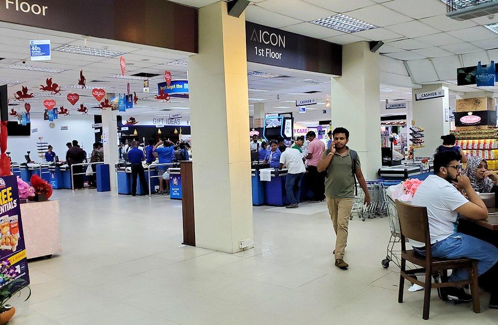 コロンボ市内中心部にある「アーピコ・スーパーマーケット」の入口