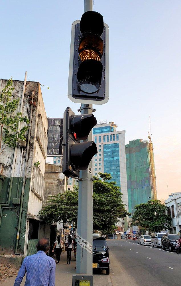 コロンボ市内の道路にあった信号器-3