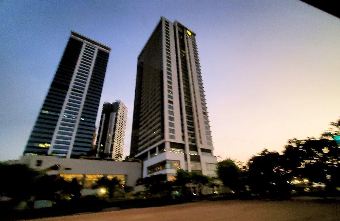 コロンボ市内の湾岸部の高層ビルディング