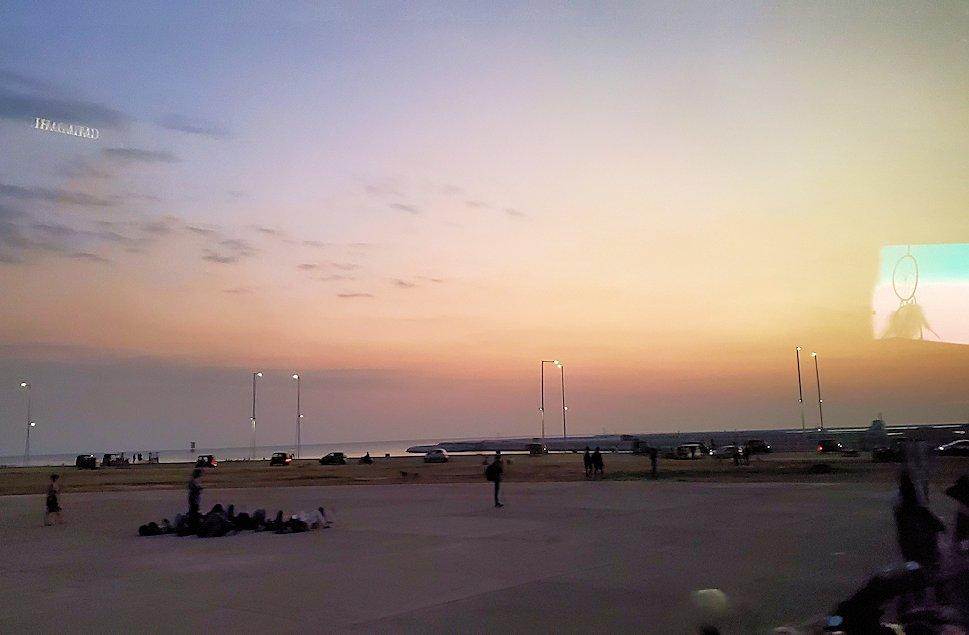 コロンボ市内の湾岸部に見える夕焼け