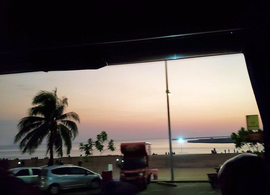 コロンボ市内の湾岸部に見える夕焼け-2