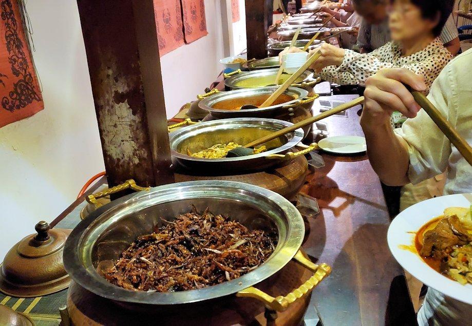 レストラン「Raja Bojun」に置かれていた、人気のスリランカカレー