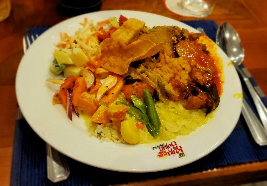 レストラン「Raja Bojun」に置かれていた、人気のスリランカカレーを食べる-3