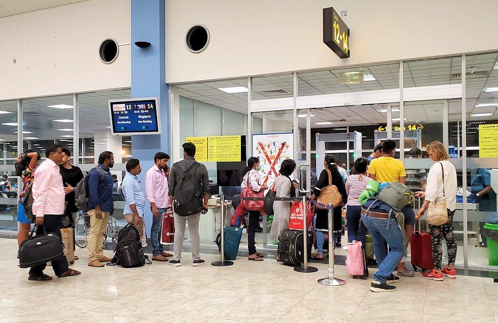 バンダラナイケ国際空港内にある搭乗ゲートの様子