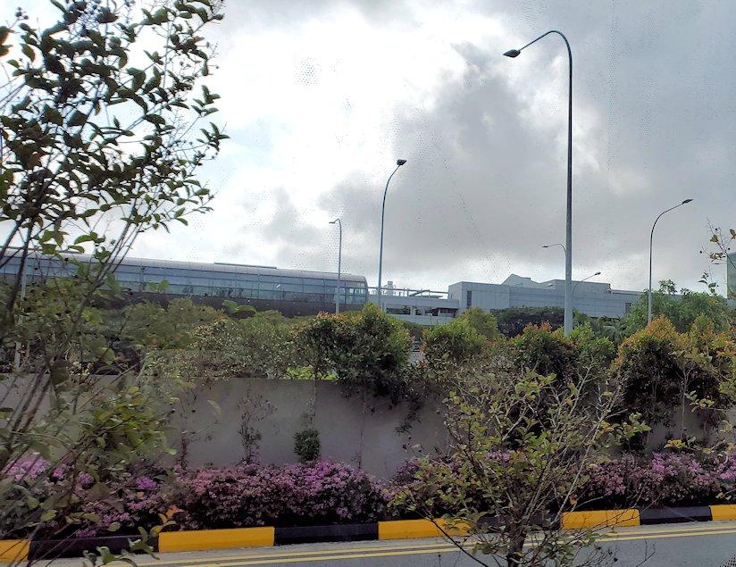 チャンギ空港の無料ツアーで乗ったバスから見えた景色