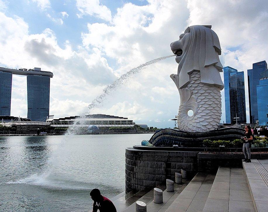 シンガポール中心部にあるマーライオン像-2