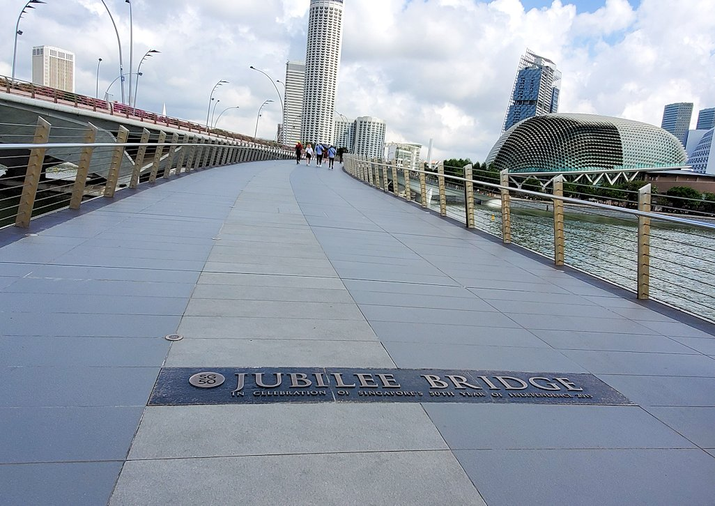 シンガポール中心部にあるマーライオン像周辺の橋