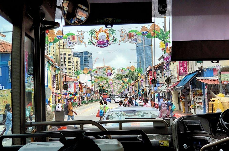 シンガポール市内を観光するバスから見える、中華街の景色
