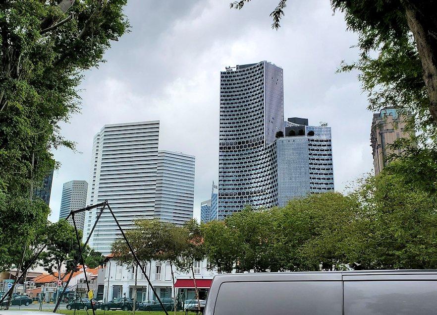 シンガポール市内を観光するバスから見える、近代的なビルディング群