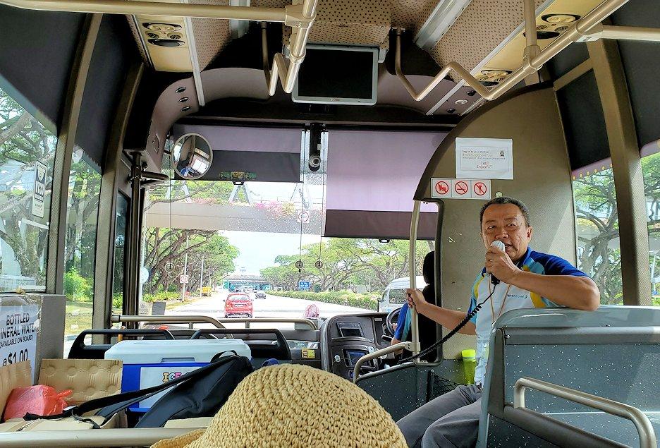 チャンギ空港へと戻るバス車内の景色