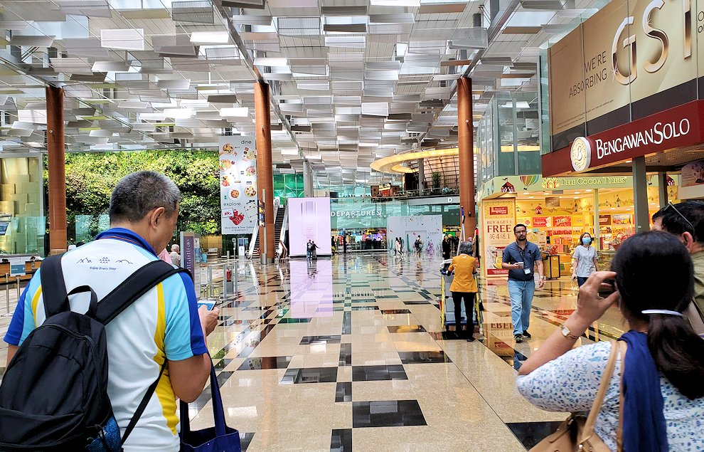 チャンギ空港に再び到着