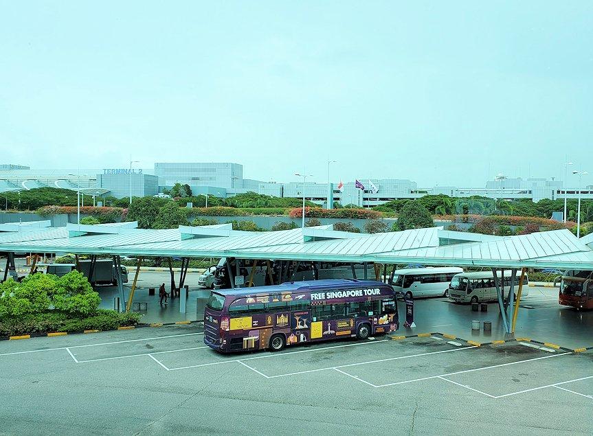 チャンギ空港脇に停まっていたバス