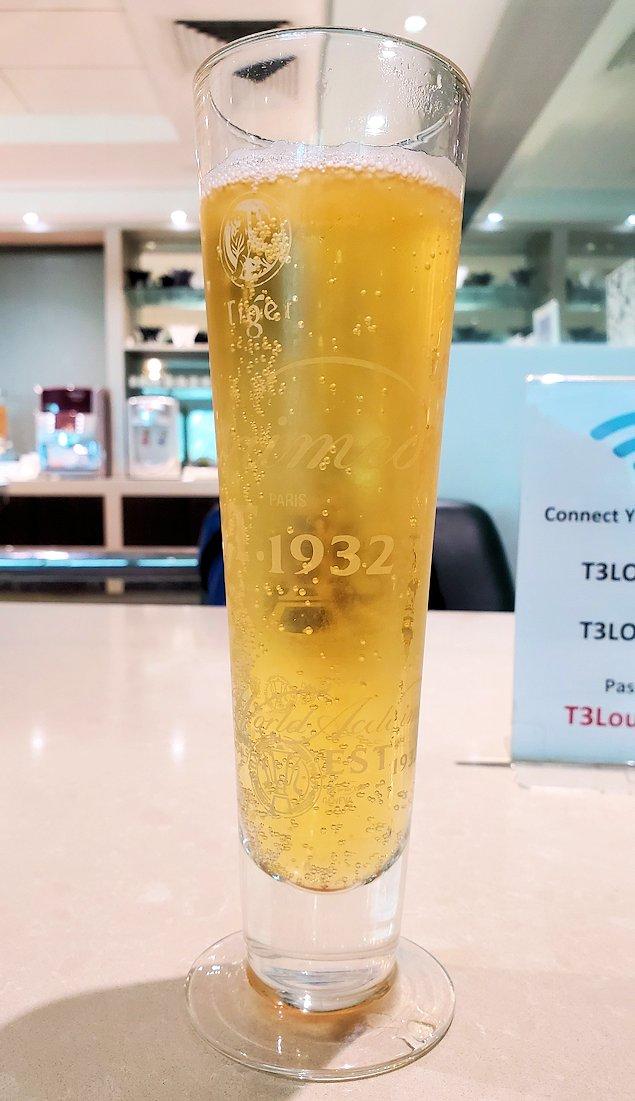 チャンギ空港のラウンジで飲んだタイガービール