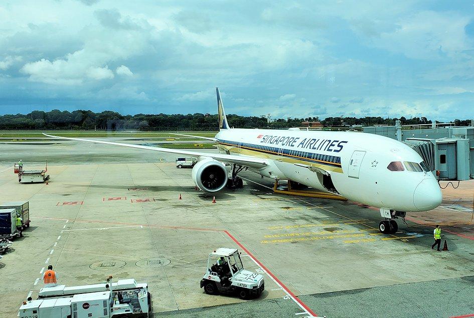 チャンギ空港でこれから乗る飛行機