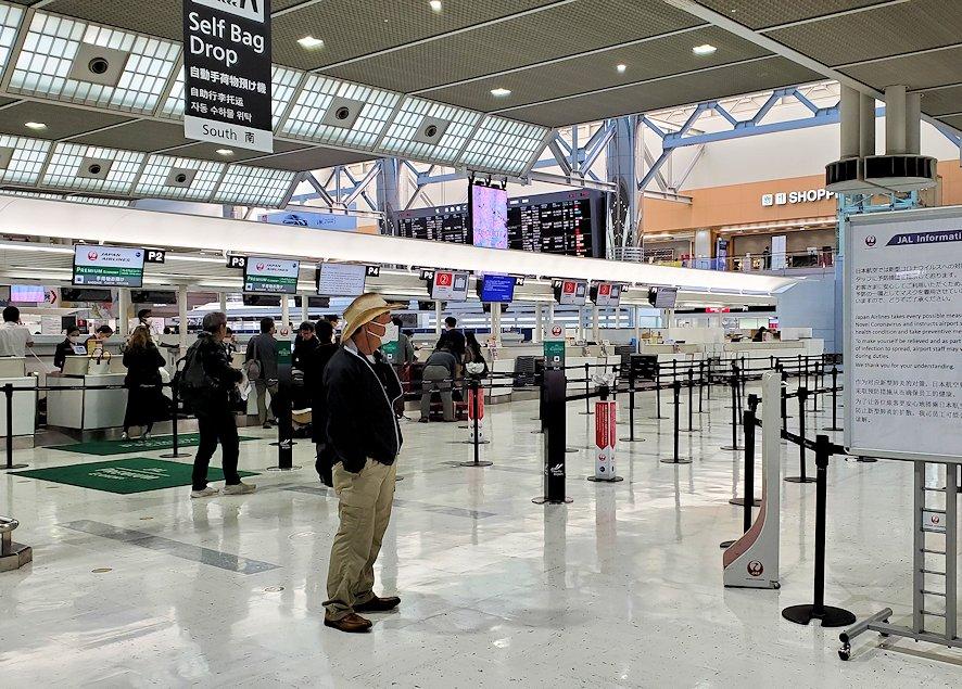2020年3月のガラガラに空いている、成田国際空港の国際線チェックインカウンター