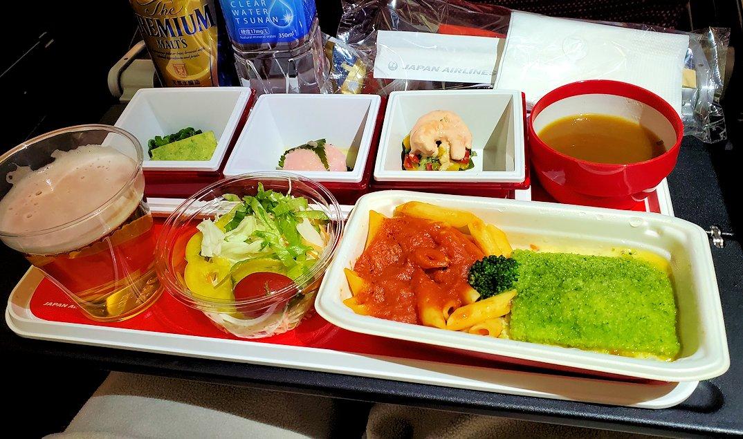 成田からモスクワへ向かうJAL国際線機内で出てきた機内食-2
