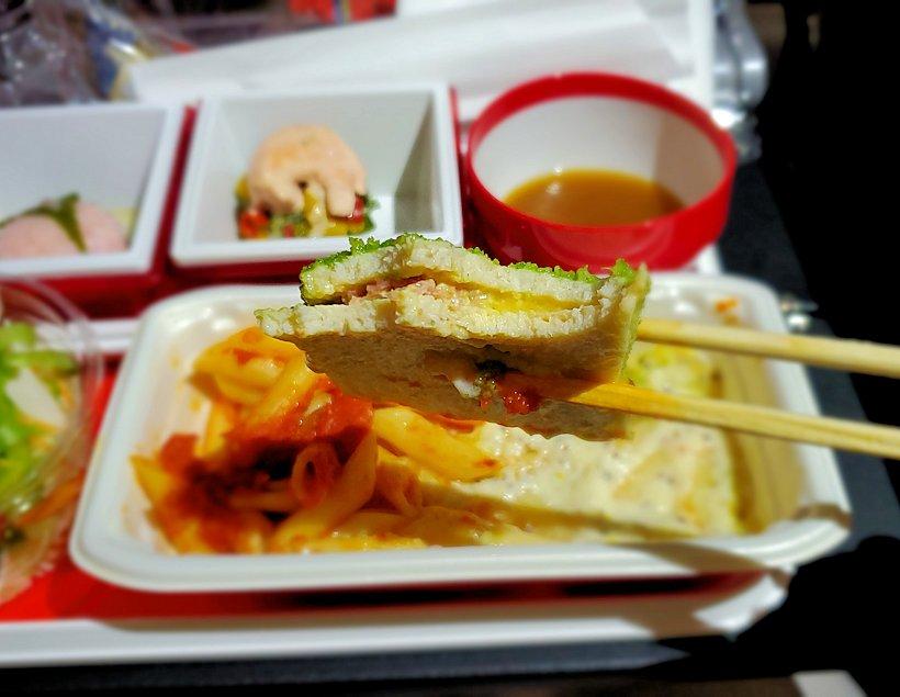 成田からモスクワへ向かうJAL国際線機内で出てきた機内食-3