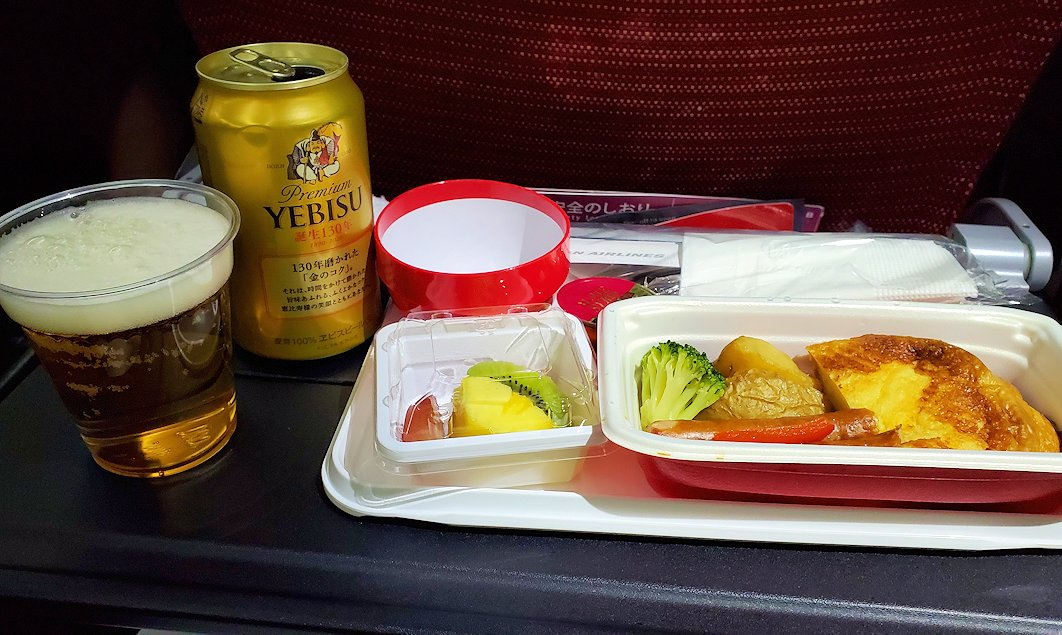 モスクワへ向かうJAL国際線機内で出てきた2回目の機内食
