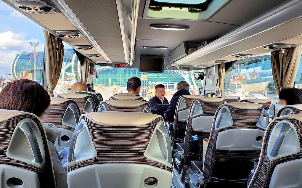 ドモジェドヴォ空港からバスに乗る
