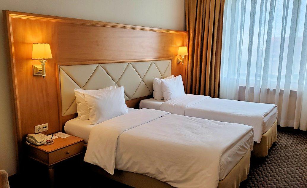 モスクワにある「ミランホテル」の部屋内のベッド