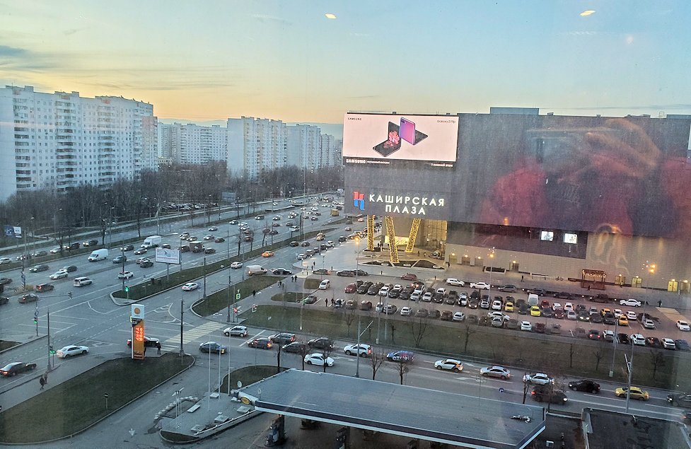 モスクワにある「ミランホテル」の部屋内から見える景色-2