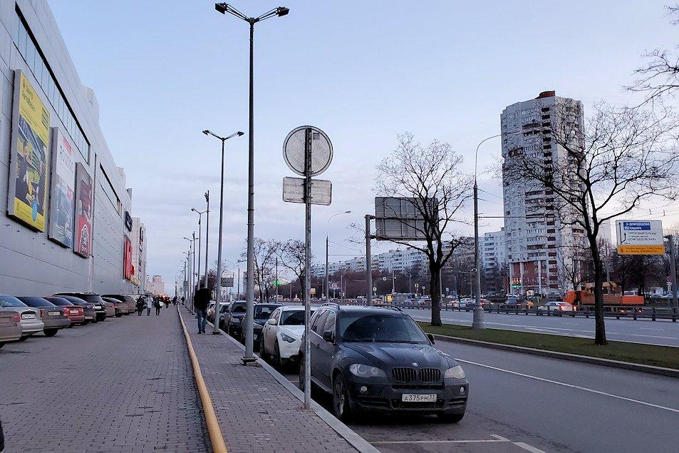 モスクワの「ミランホテル」から最寄り地下鉄駅まで歩く