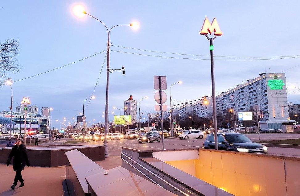 モスクワの「ミランホテル」から最寄り地下鉄駅まで歩く-2