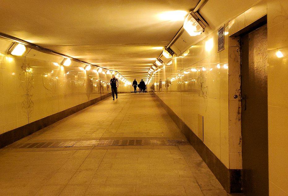 モスクワの「ミランホテル」から最寄り地下鉄駅まで歩く-3