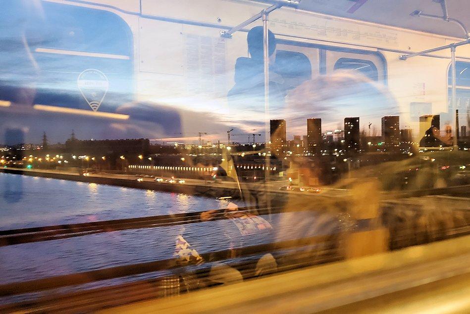 モスクワの地下鉄車両内の景色-2