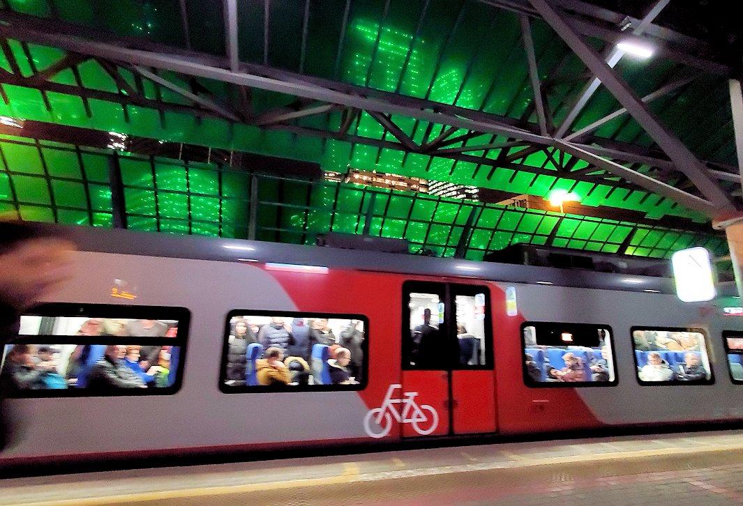 モスクワ市内を走るモスクワ中央環状線でモスクワシティー駅に到着