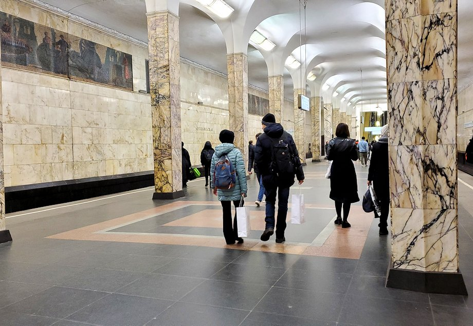 モスクワ市内の地下鉄構内