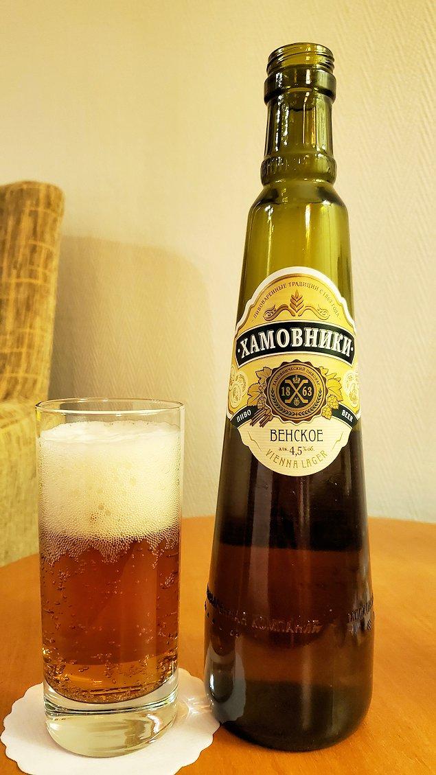 ホテルの部屋で飲む瓶ビール