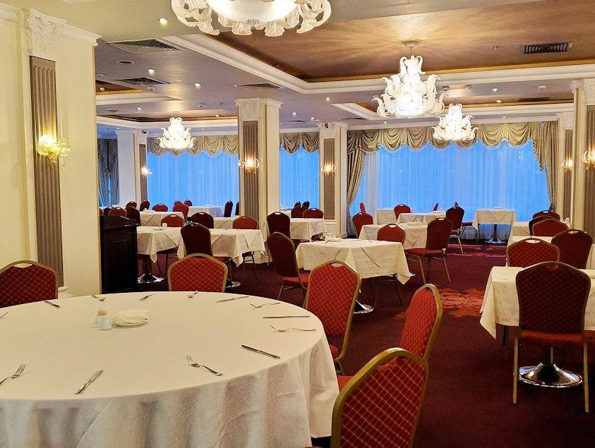 モスクワ市内のミラノホテルの朝食会場-2