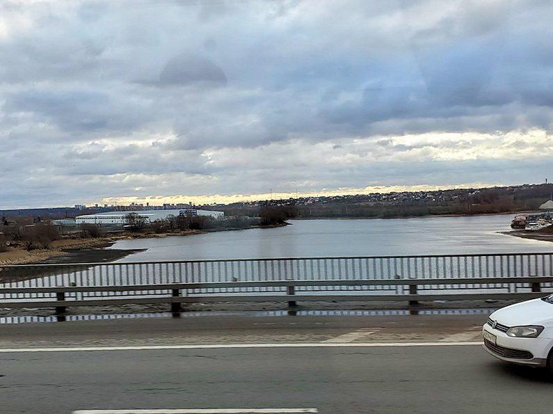 モスクワ市内からセルギエフ・ポサドへとバスで向かう途中に見えた景色-3