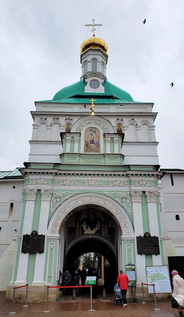 トロイツェ・セルギエフ大修道院群の入口