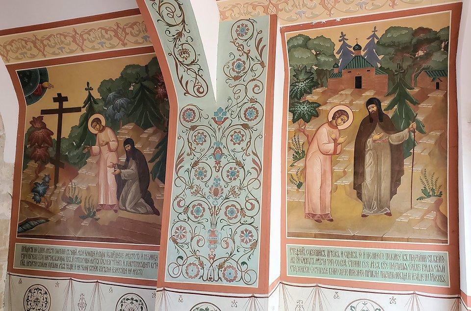 トロイツェ・セルギエフ大修道院群の入口通路に描かれたフレスコ画