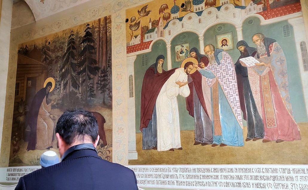 トロイツェ・セルギエフ大修道院群の入口通路に描かれたフレスコ画-5
