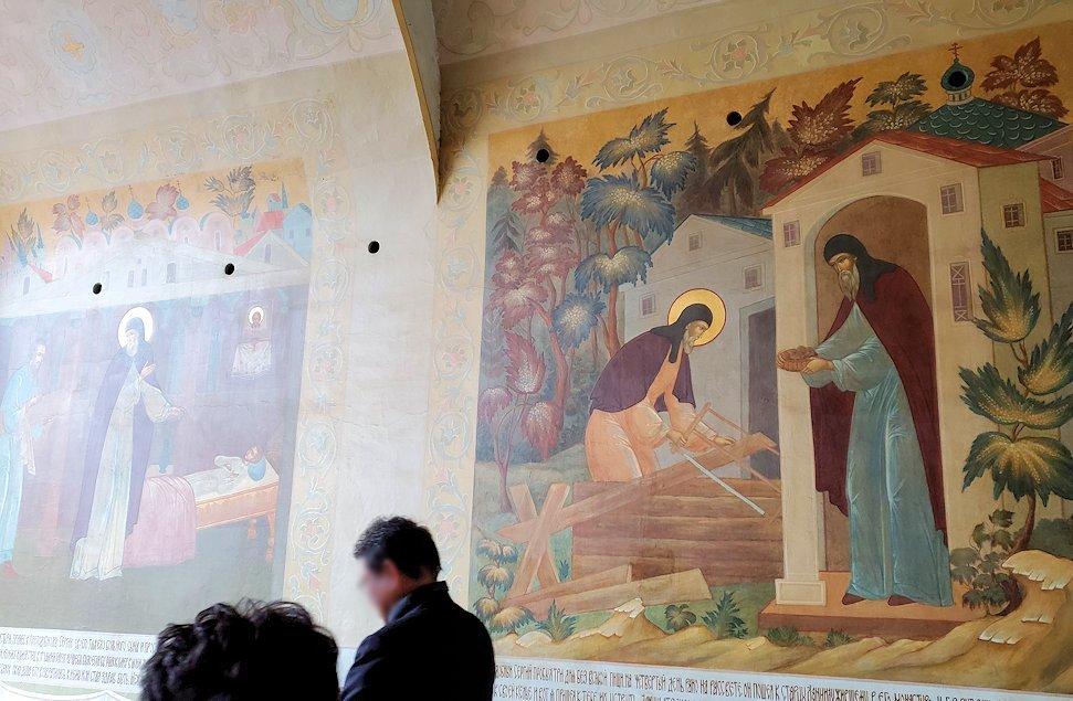 トロイツェ・セルギエフ大修道院群の入口通路に描かれたロシア正教の宗教画-1