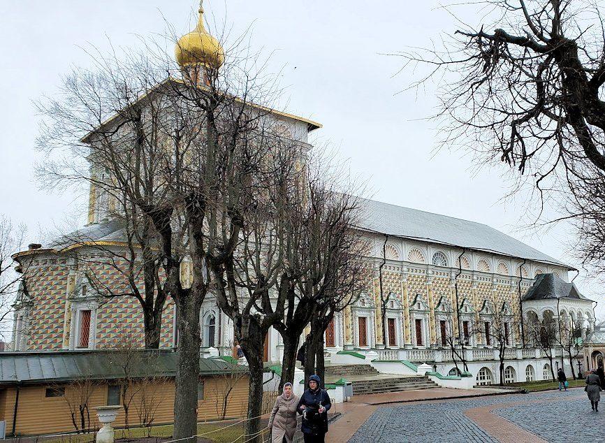 トロイツェ・セルギエフ大修道院群の敷地内に入る