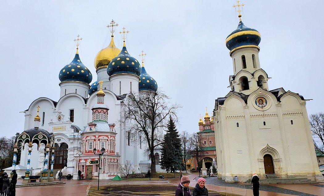 セルギエフ・ポサードにあるトロイツェ・セルギエフ大修道院敷地内の建物