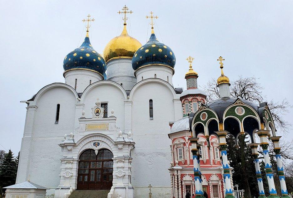 セルギエフ・ポサードにあるトロイツェ・セルギエフ大修道院敷地内の建物-3